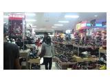Pusat Sepatu Dan Tas di Lantai LG
